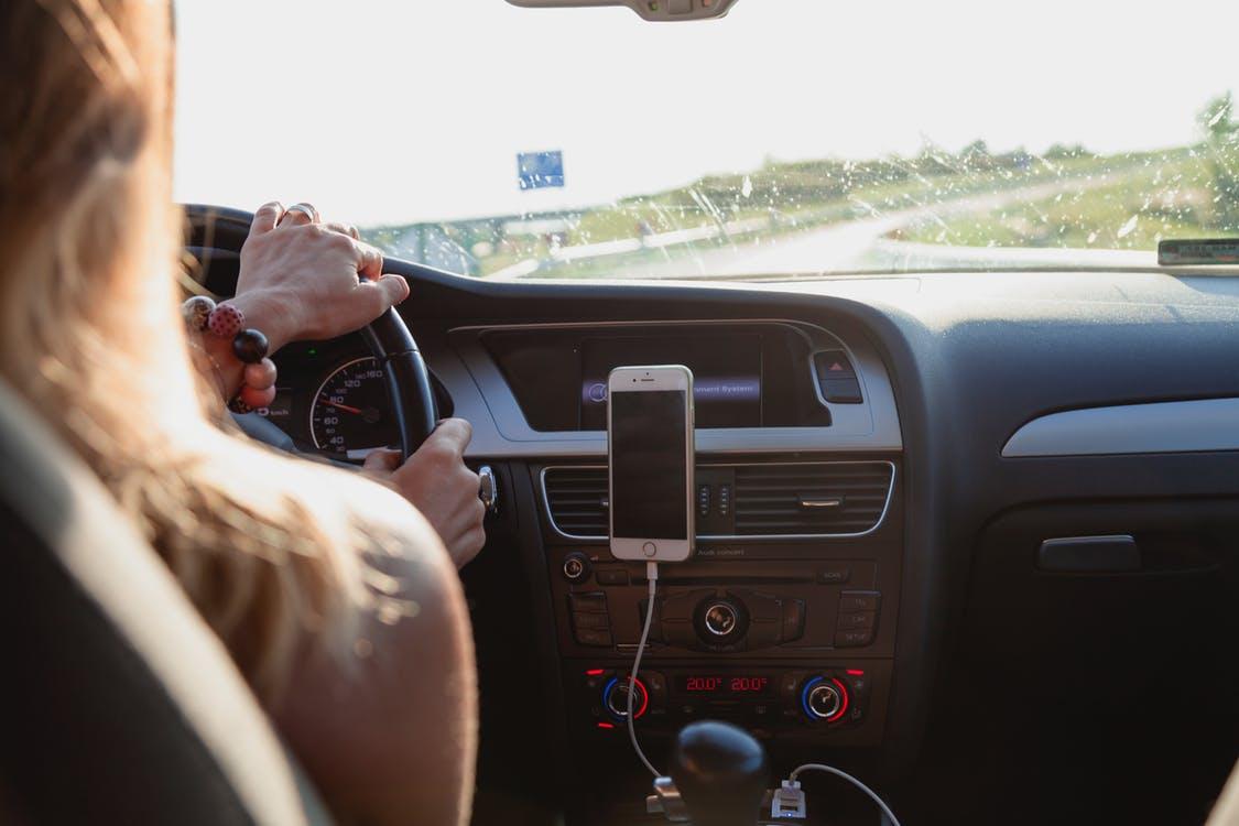 Auto-école contact + : Une école de conduite différente ?